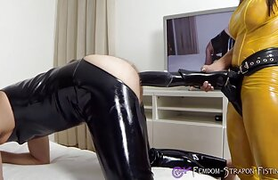 Nóng Busty sex vn xxxx Brunette Curvy Cougar Sofa Bang